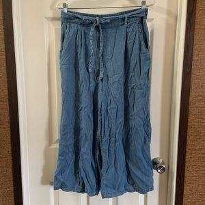 Be cool Blue Chambray Gaucho Pants size L